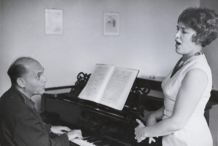 n rehearsal with British mezzo-sporano Josephine Veasey in Covent Garden, 1966