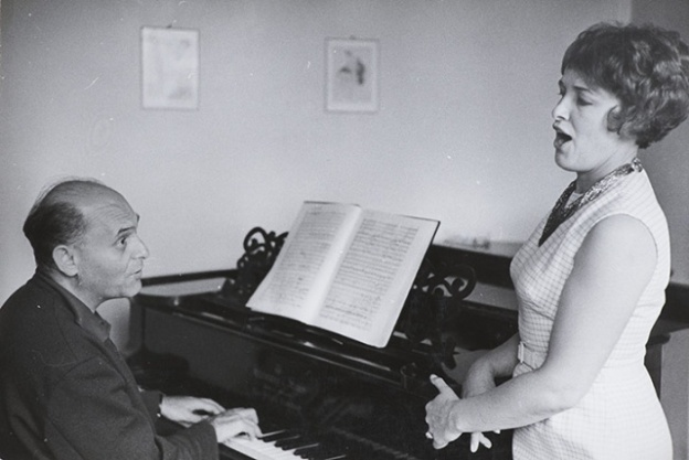 n rehearsal with British mezzo-sporano Josephine Veasey in Covent Garden, 1966