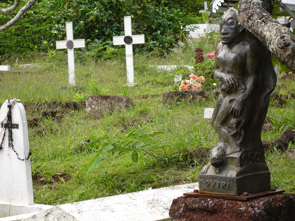 1024px-Oviri_on_the_Tomb_of_Gauguin
