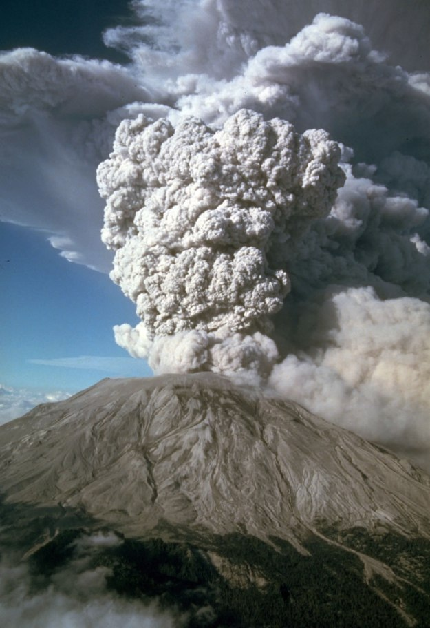 After-May-18th-five-more-explosive-eruptions-of-Mount-St_-Helens-occurred-in-1980-including-this-spectacular-event-of-July-22nd