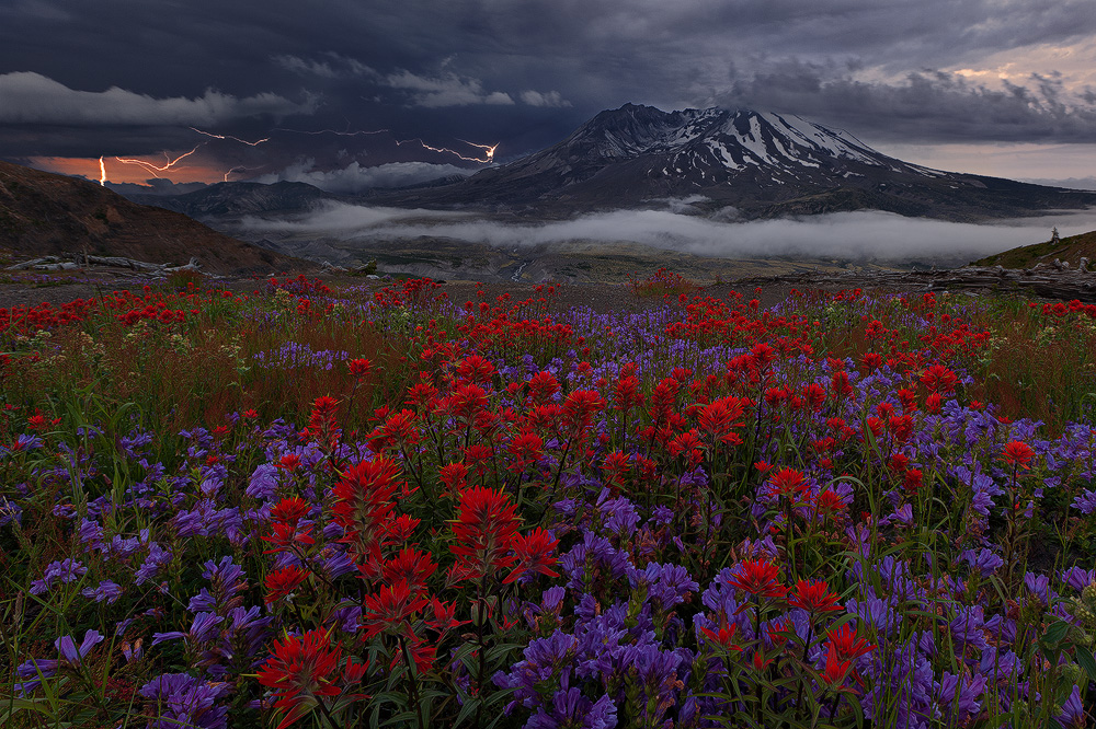 lightning-over-mount-st-helens1