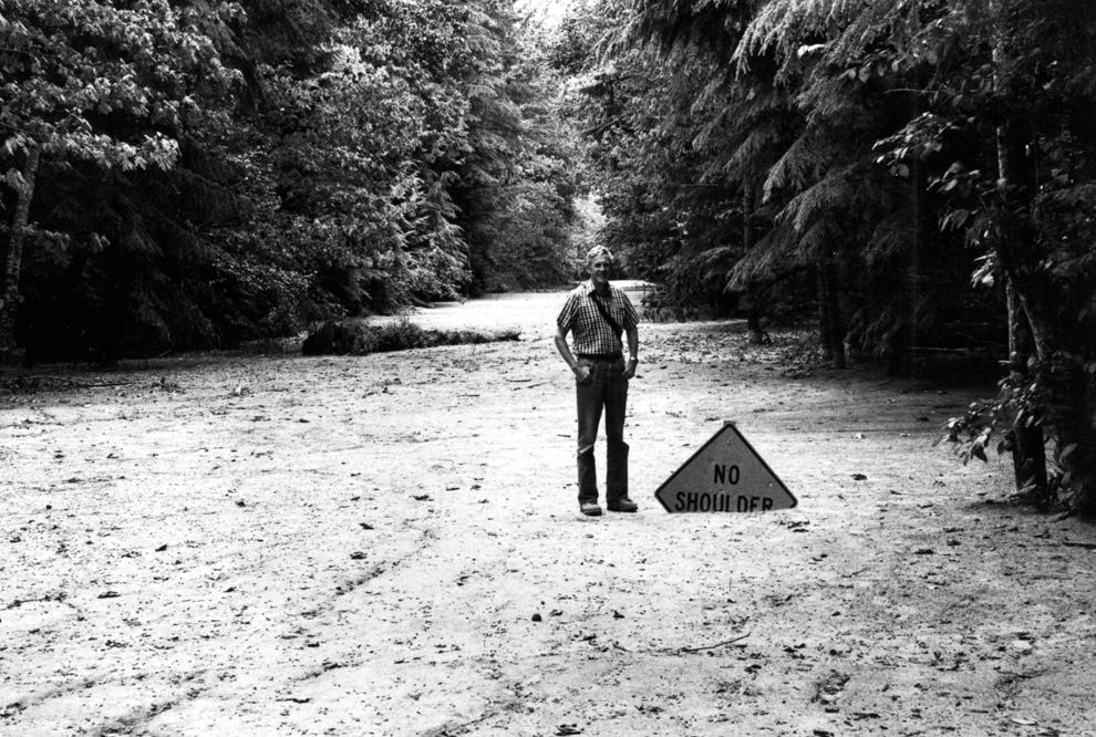 mudflow deposit covers Washington State Highway 504 near the town of Toutle, northwest of Mount St. Helens, to a depth of 2m (6 ft). USGSR.L. Schuster) #
