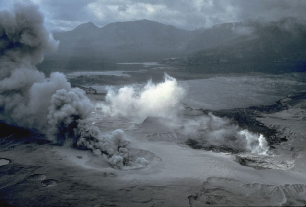 Spirit-Lake-Pumice-Plain-and-phreatic-explosions-soon-after-the-May-18-1980-eruption-of-Mount-St_-Helens