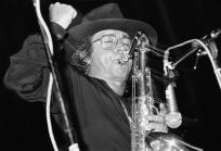 After the death of his wife and closest confidante Michelle from a long illness in 1995, Barbieri returned with the 1997 Que Pasa on Columbia, one of the top selling contemporary jazz albums in that year.