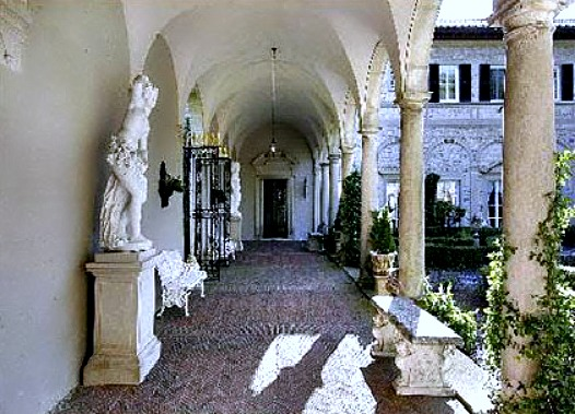 entrance-loggia