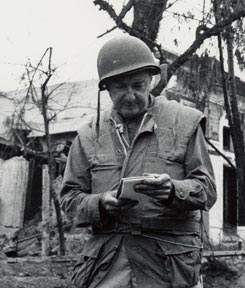wc_vietnamwalter-cronkite-at-hue-following-the-tet-offensive-vietnam-1968