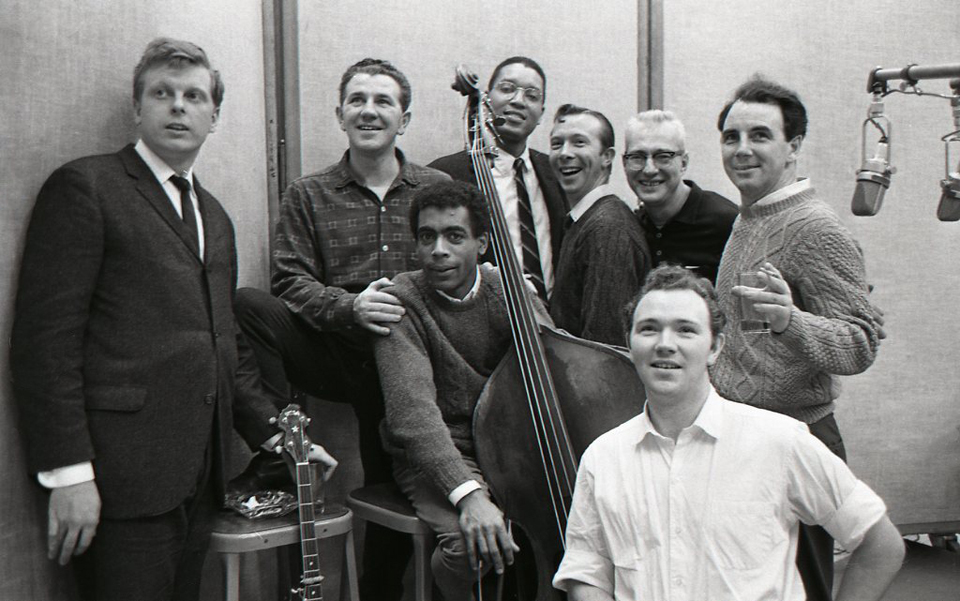 wilson-with-the-clancy-brothers-and-tommy-makem-bassist-bill-lee-ca-1964-photo-don-hunstein