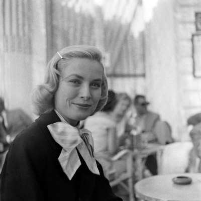 FINAL grace-kelly-during-interview-with-daily-mirror-reporter-donald-zec-at-the-1955-cannes-film-festival