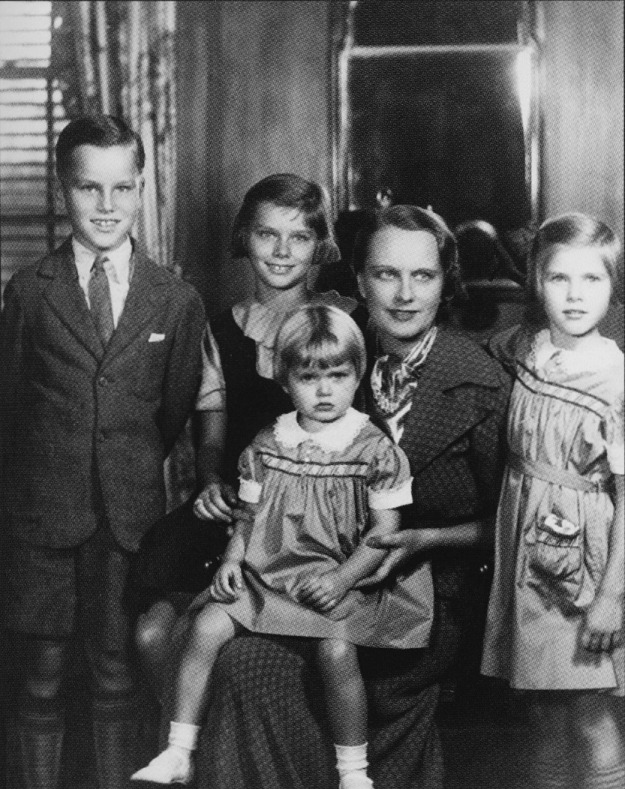 John, Peggy, Mrs. Kelly, Grace, Lizanne on lap, c. 1937