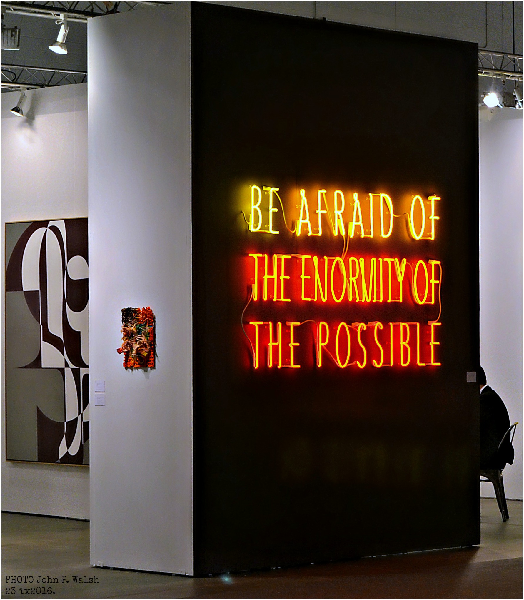 Alfredo Jaar, Be Afraid of the Enormity of the Possible, 2015 neon edition GALERIE THOMAS SCHULTE DSC_0742 (1)