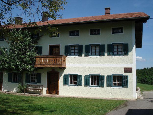 1024px-Sankt_Radegund_Jaegerstaetterhaus