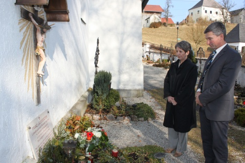 Nationalratspräsidentin Barbara Prammer gratuliert Franziska Jägerstätter zum 99. Geburtstag