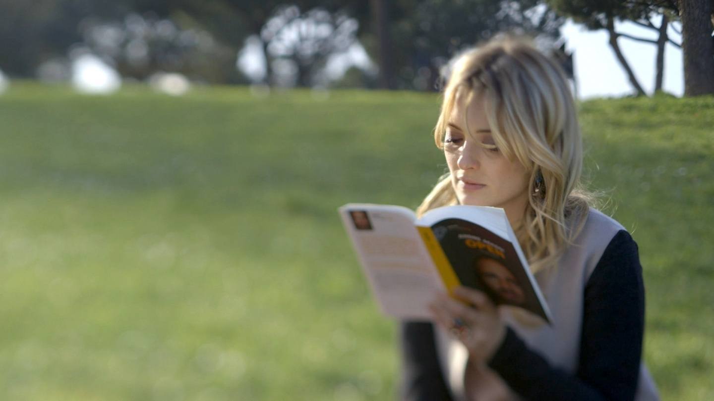 7. CAROLINA CRESCENTINI reads about tennis