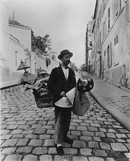 Atget, Lampshade seller, rue Lepic