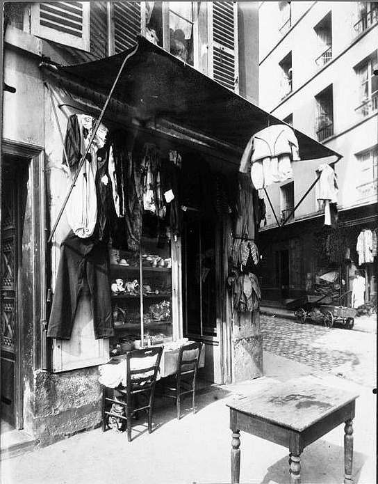 Dress shop, rue de la Corderie, 1920.