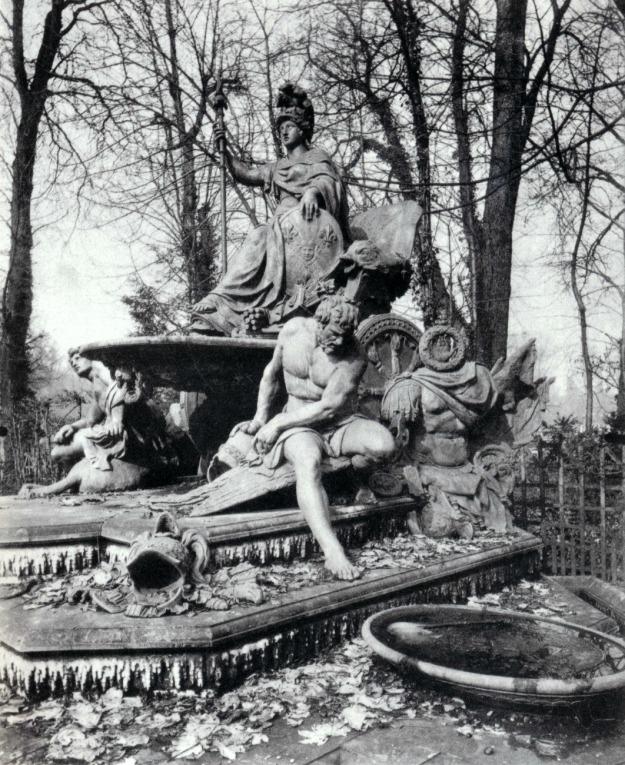 Atget, France Triumphant, Versailles, 1904
