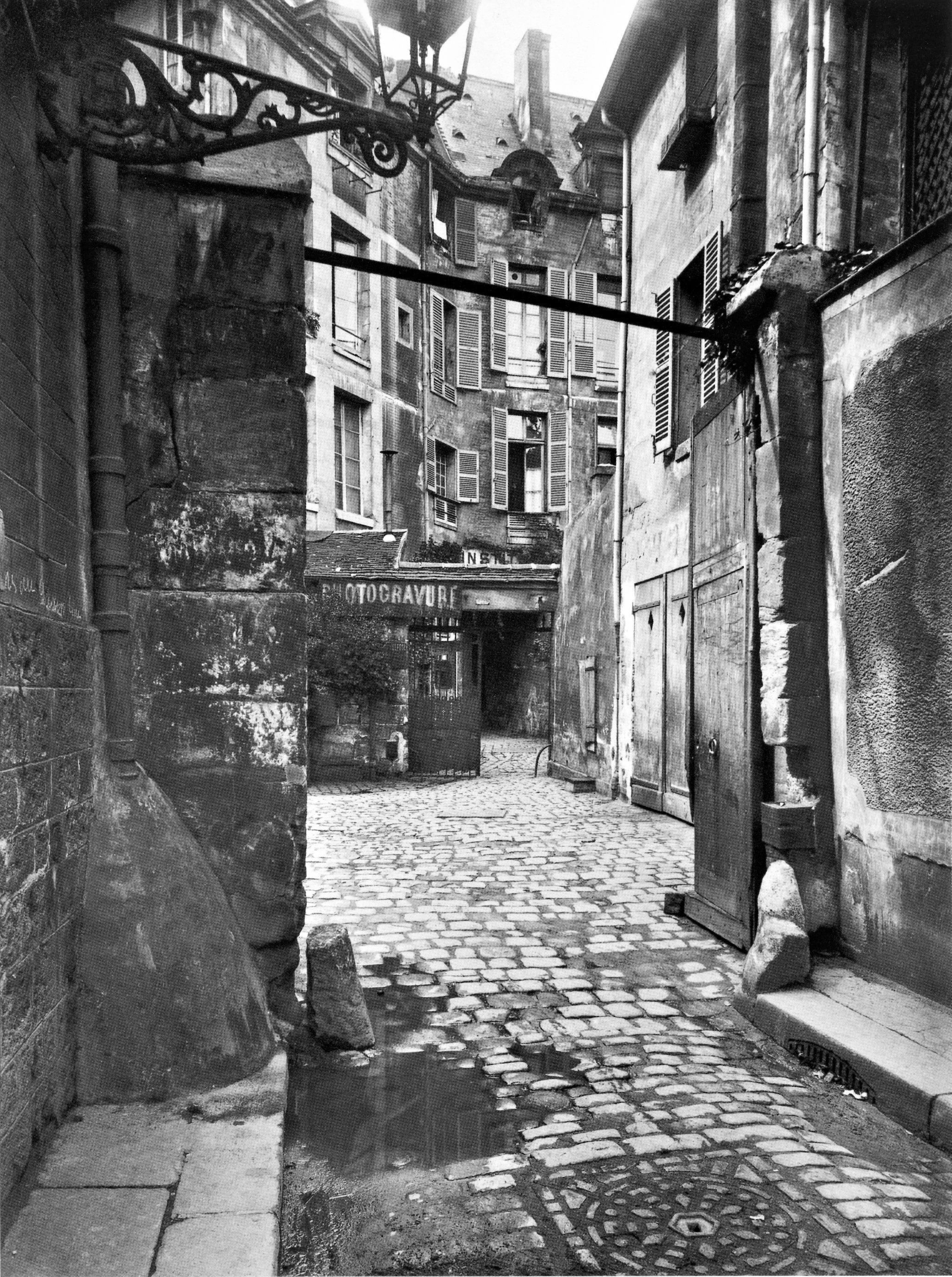 Atget, Cour de Rouen, 1915.