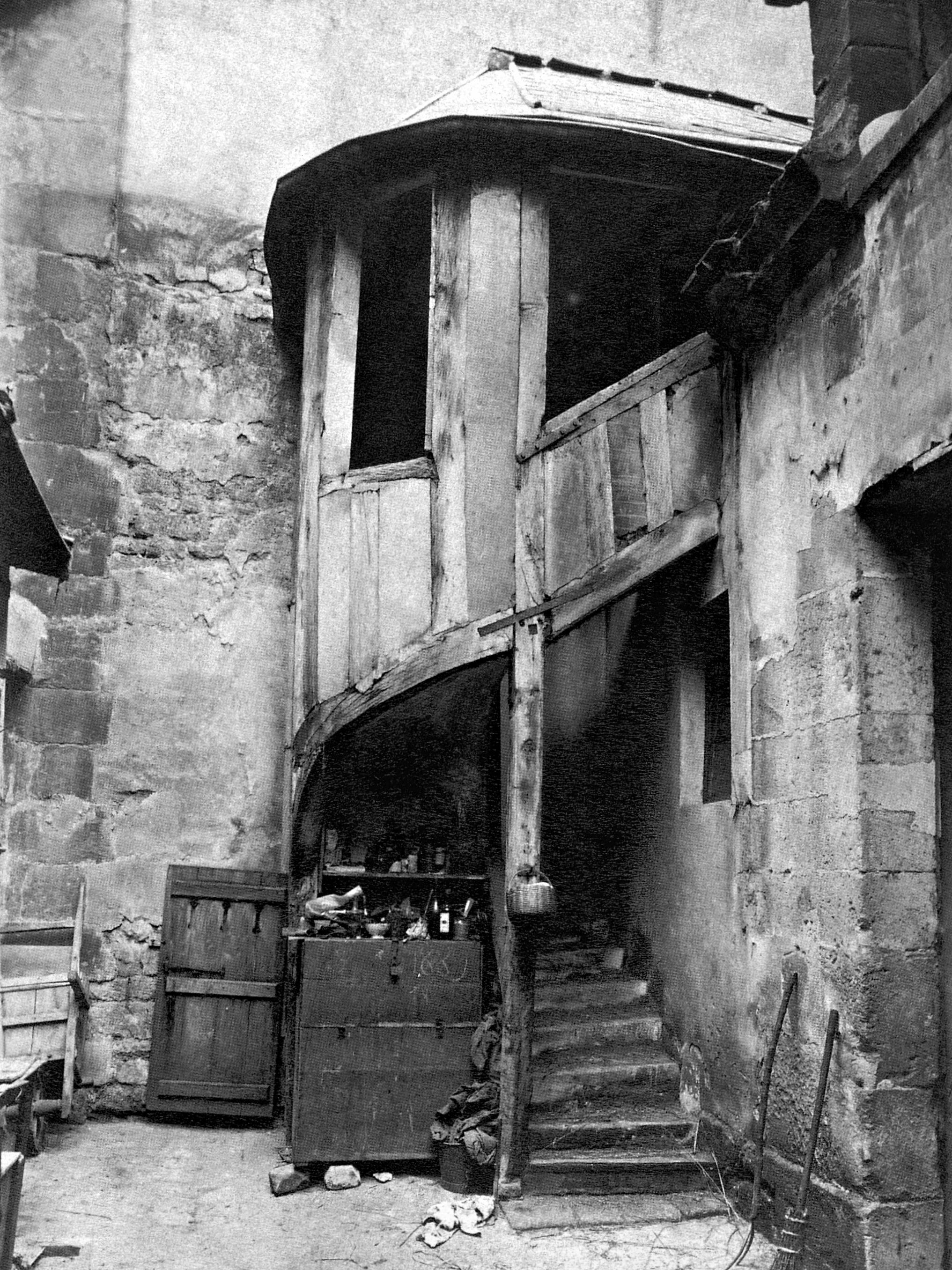 Atget, Hotel Richelieu, 18 quai de Bethune 4th 1900