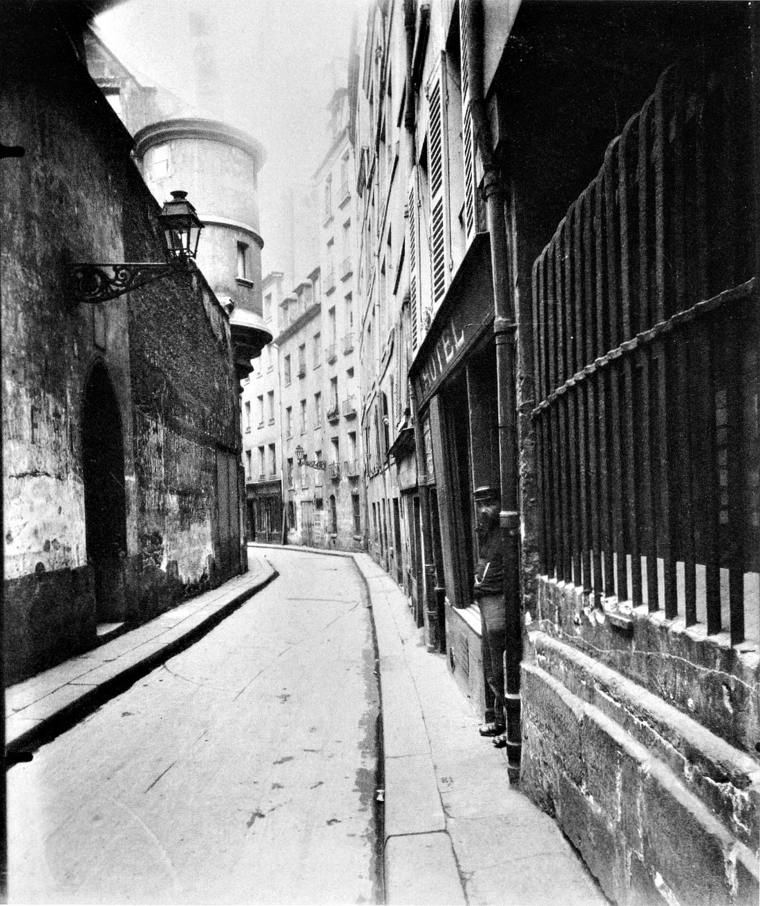 Atget, rue de l'hotel de Ville 1921