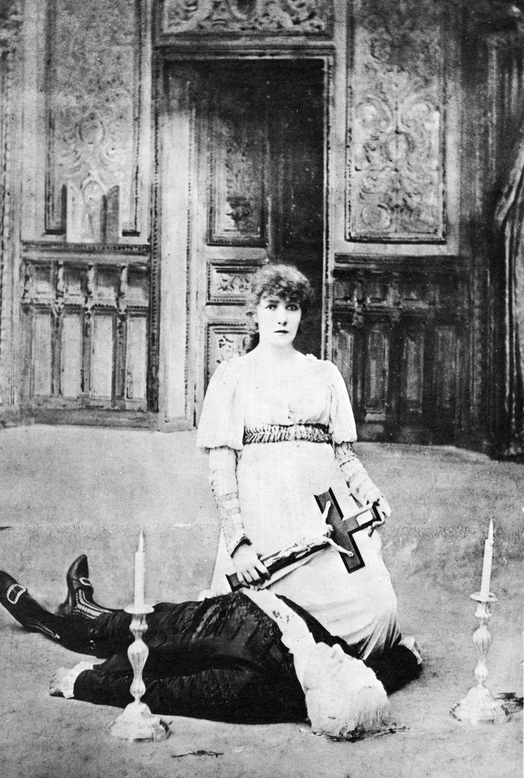 Divine Sarah by Nadar in La Tosca 1887
