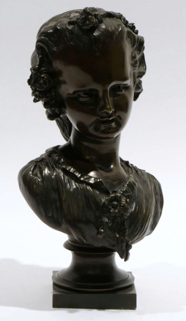 Buste de fillette au chignon Blavier.jpg